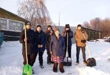 В селе Неплюевка трудятся тимуровцы