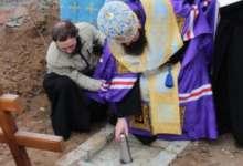 В Карталах освятили строительство храма