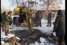 В Карталах городские коммунальщики всю ночь устраняли порыв на водопроводе.