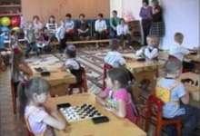 Карталинские дошколята шашки освоили. Теперь их  обучат игре в шахматы