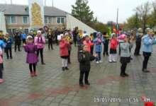 Жители Карталинского района в честь Дня Победы подняли шестиметровый стяг