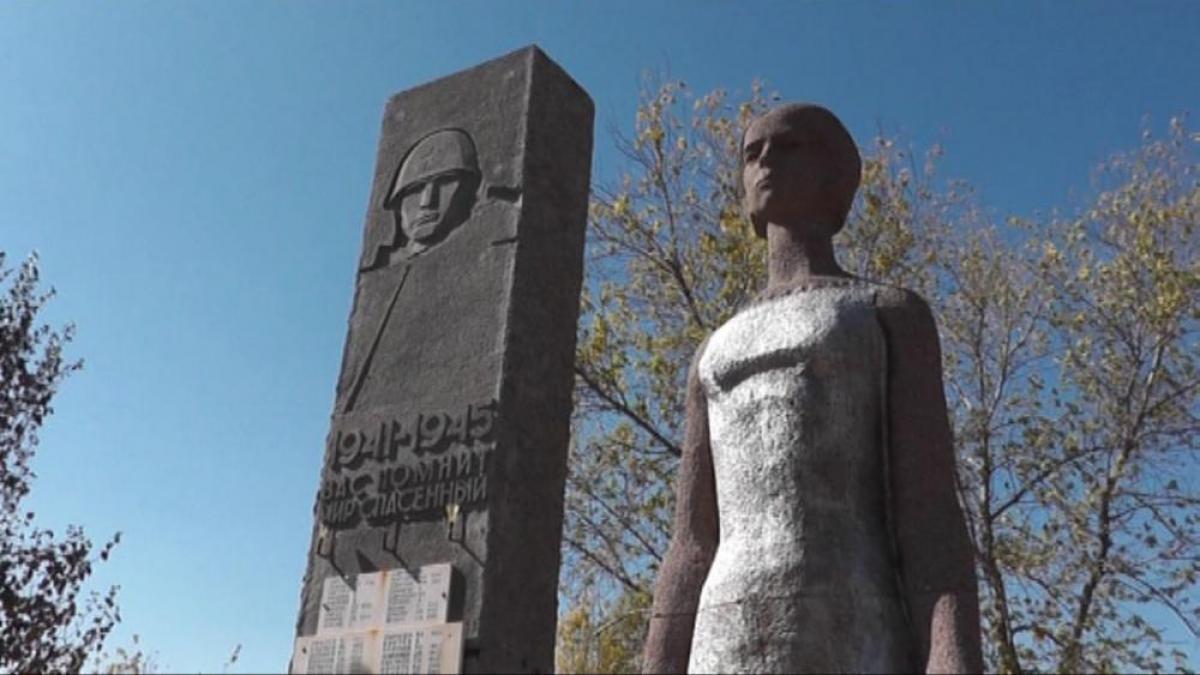 В честь юбилея Победы: карталинцы ремонтируют памятники участникам войны