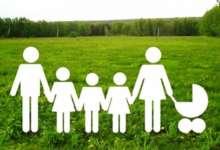 Приемным родителям в Челябинской области увеличили размер пособия