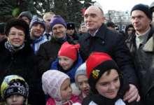 Губернатор поздравляет карталинцев