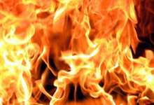 Карталинские пожарные тушат дом