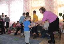 Мешок игрушек, ящик мандаринов и море улыбок подарили журналисты «КН»
