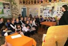 Карталинцев познакомили с православной литературой