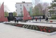 Монумент Славы в Карталах украшают цветами