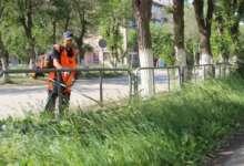 Улицы Карталов освобождают от сорной травы