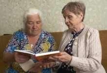 Карталинке вручили книгу с историей ее семьи