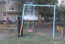 Карталинцы просят обратить внимание на опасную детскую площадку