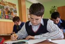 Юных карталинцев запишут в школу по новым правилам