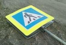 В Карталах упал дорожный знак