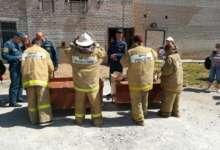 Школьники в пожарном ремесле соревновались