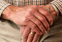 Людей предпенсионного возраста будут защищать