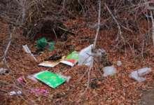 Детскую площадку превратили в мусорный полигон