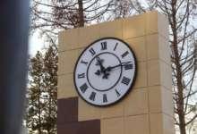 В Карталах в городском парке установили часы