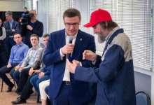 Алексей Текслер вручил Федору Конюхову подарок
