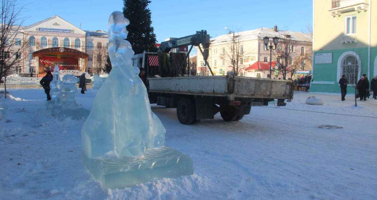 В ледовый городок завезли новые скульптуры