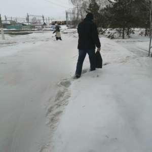 В Карталах снежные переметы людям передвигаться мешают