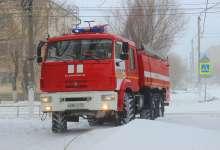 Пожарные ночью спасали людей