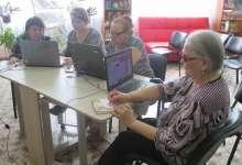 Пожилых людей научат работать с компьютером